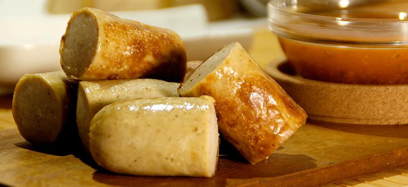 Bratwurst braseado con salsa chimichurri