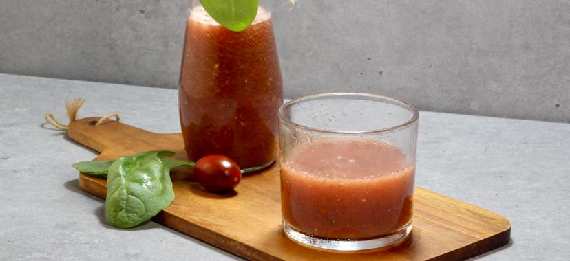 Zumo de tomate con espinacas
