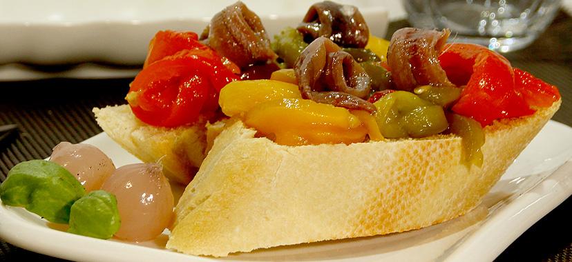 Tostadas de pimientos y anchoas