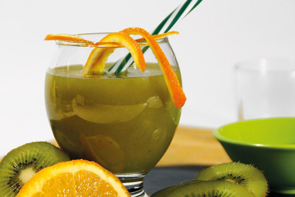 Zumo de kiwi y naranja con jengibre
