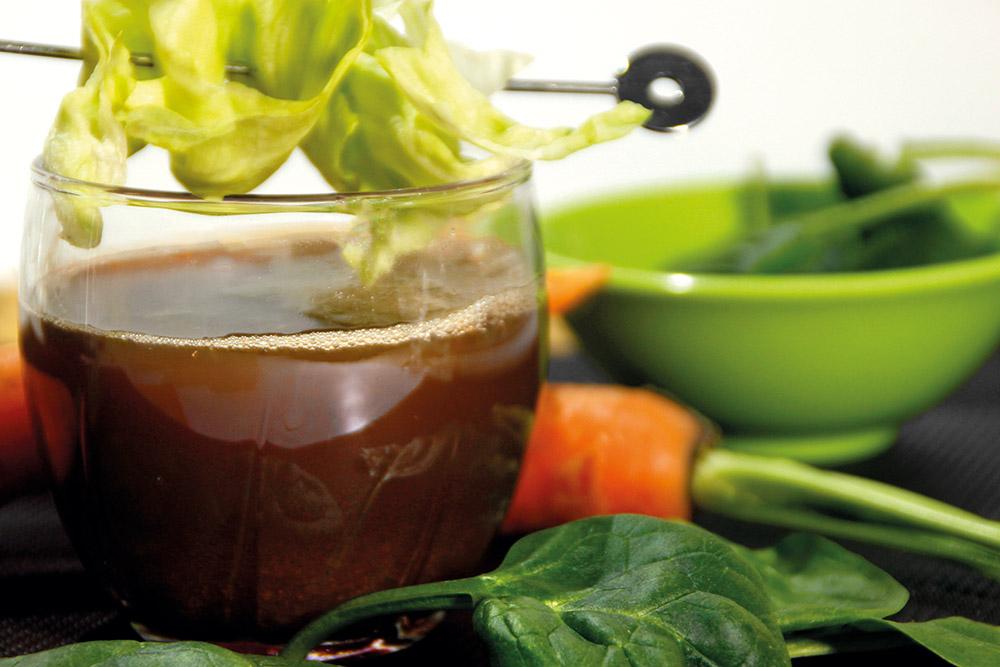 Zumo de lechuga, zanahoria, espinacas y perejil