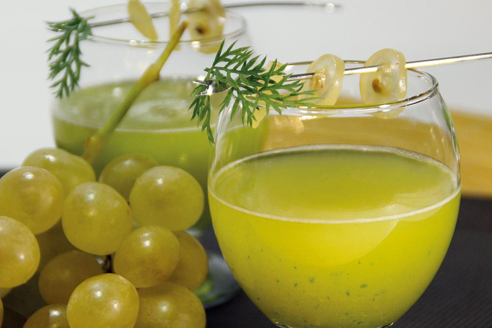 Zumo de uva y ciruela verde