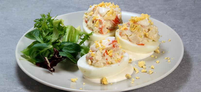 Huevos rellenos de langostinos con piña