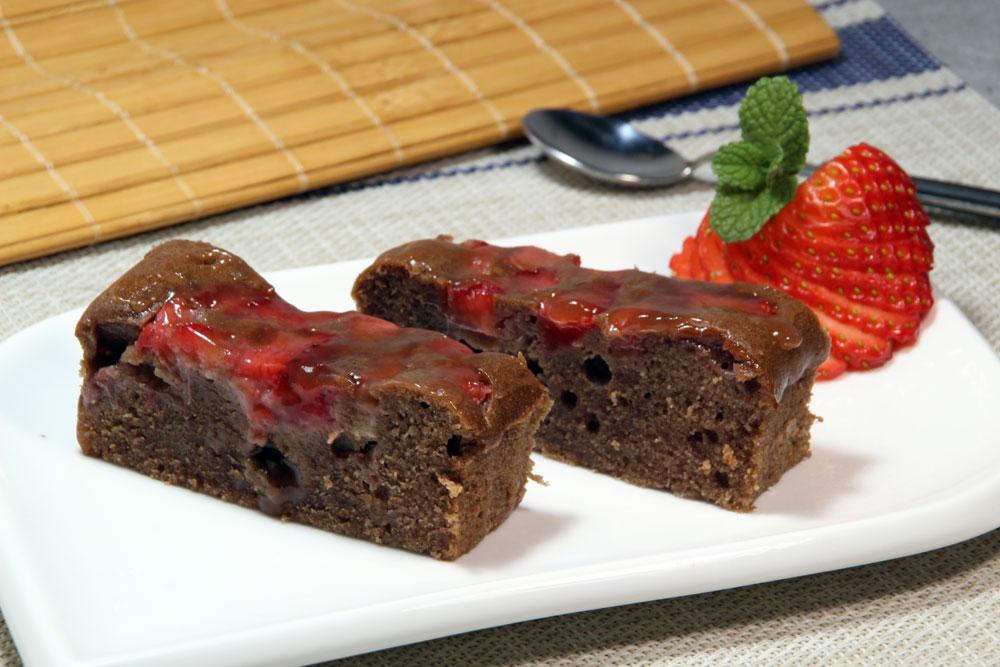Pastel de chocolate con fresa