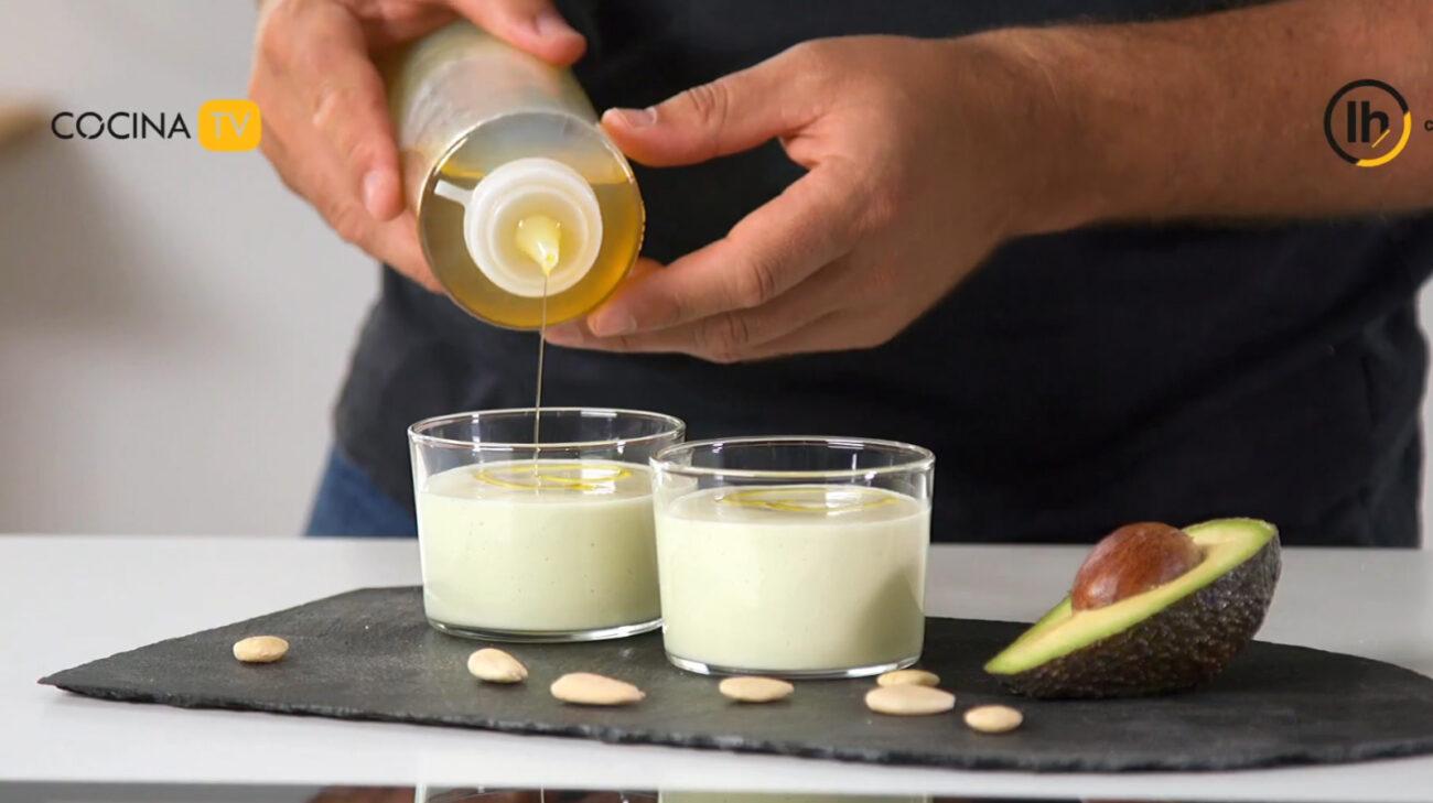 Sopa fría de ajo blanco con aguacate